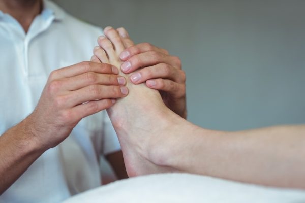 bolečina v stopalu pod prsti, pregled ortopeda