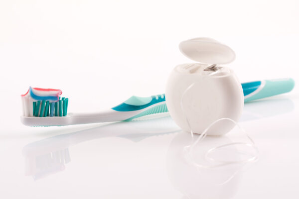 zobna ščetka, zobna pasta, zobna nitka, zobna higiena